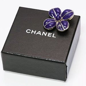 CHANEL 07A Gripoix Purple Clover Brooch